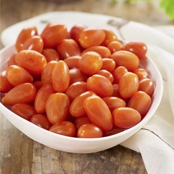 Tomates cerises allongées