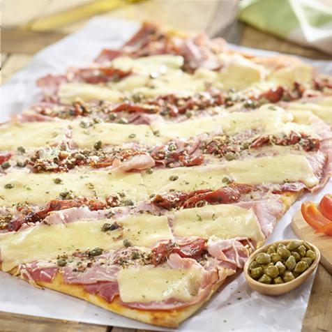 Pizza jambon, mozzarella et tomates confites