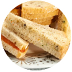 sandwiches au thon, tomates et câpres