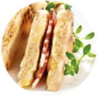 Sandwiches garnis de beurre léger doux et de coppa