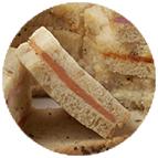 Sandwiches fromage raifort, chiffonade de saumon fumé