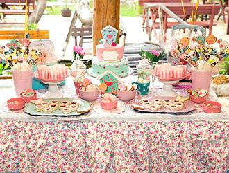 le buffet et le gâteau